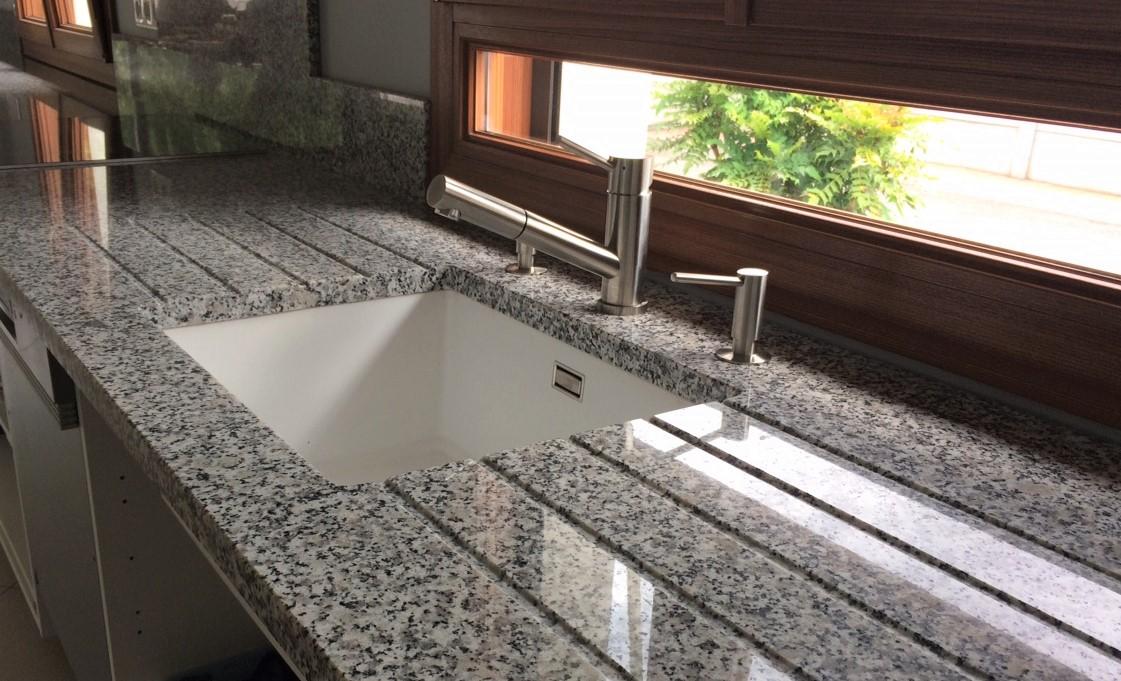 Plan de travail en granit blanc pas cher - pearlfection.fr